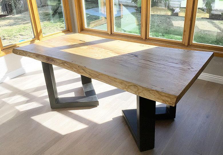Massiver Holztisch auf Stahlfüssen, Schreinerei Schenk intérieur in Gießen